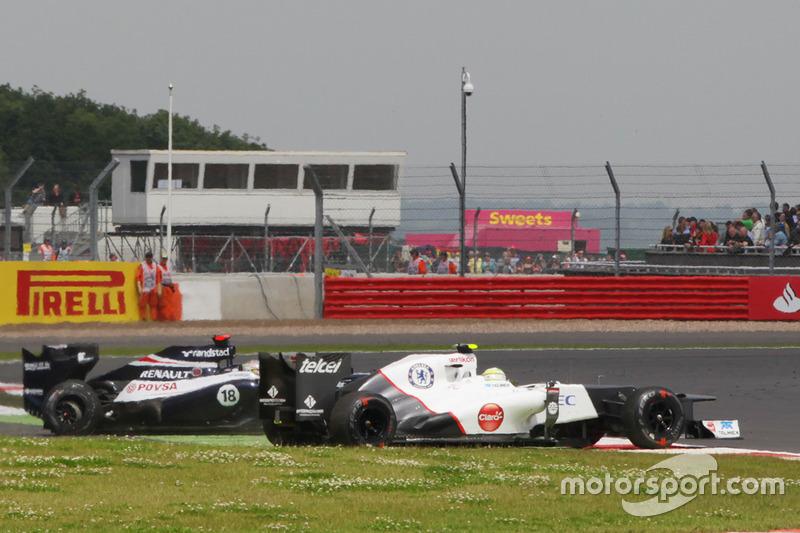 Sergio Perez, Sauber C31 valt uit na de crash met Pastor Maldonado, Williams FW34