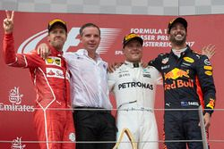 Tweede plaats Sebastian Vettel, Ferrari, Race winnaar Valtteri Bottas, Mercedes AMG F1, Derde plaat