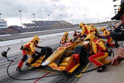Ryan Hunter-Reay, Andretti Autosport Honda, s'arrête au stand