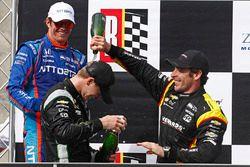 Podium: race winner Josef Newgarden, Team Penske Chevrolet, second place Scott Dixon, Chip Ganassi R