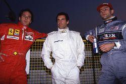 Gerhard Berger, Ferrari, Roland Ratzenberger, Simtek et Karl Wendlinger, Sauber