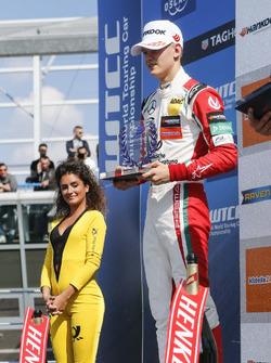 Podium Rookie: il secondo classificato Mick Schumacher, Prema Powerteam, Dallara F317 - Mercedes-Benz