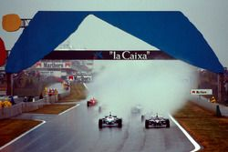 Start action, Jacques Villeneuve, Williams FW18 leads