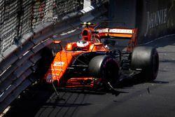 Stoffel Vandoorne, McLaren MCL32, dans le mur