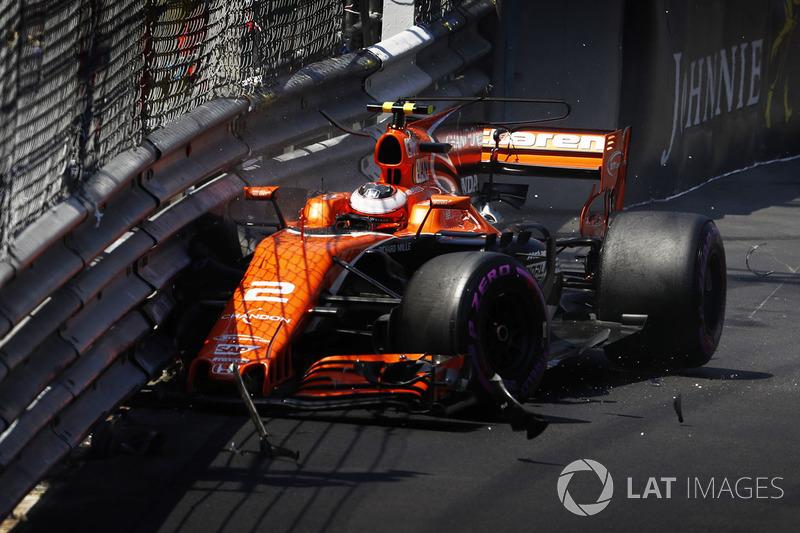 Stoffel Vandoorne, McLaren MCL32, estrellado contra el muro