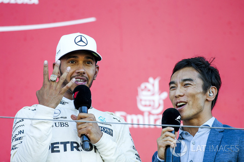 Race winner Lewis Hamilton, Mercedes AMG F1, tries on the Indy 500 winners ring belonging to intervi