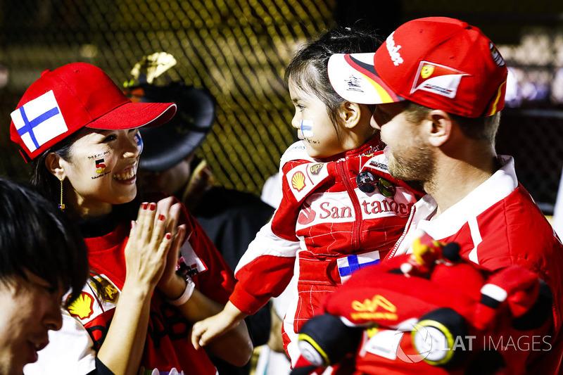 Sebastian Vettel, Ferrari, con fan