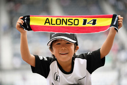 Fernando Alonso, McLaren fan and banner