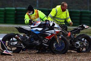 Sturz: Tom Sykes, BMW Motorrad WorldSBK Team, Eugene Laverty, BMW Motorrad WorldSBK Team