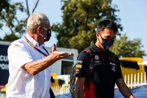 Helmut Marko, consultor de Red Bull Racing y Alex Albon, Red Bull Racing
