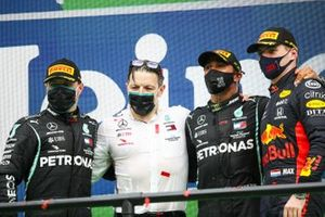 Valtteri Bottas, Mercedes-AMG F1, Peter Bonnington, Race Engineer, Mercedes AMG, RAce winner Lewis Hamilton, Mercedes-AMG F1 and Max Verstappen, Red Bull Racing celebrate on the podium