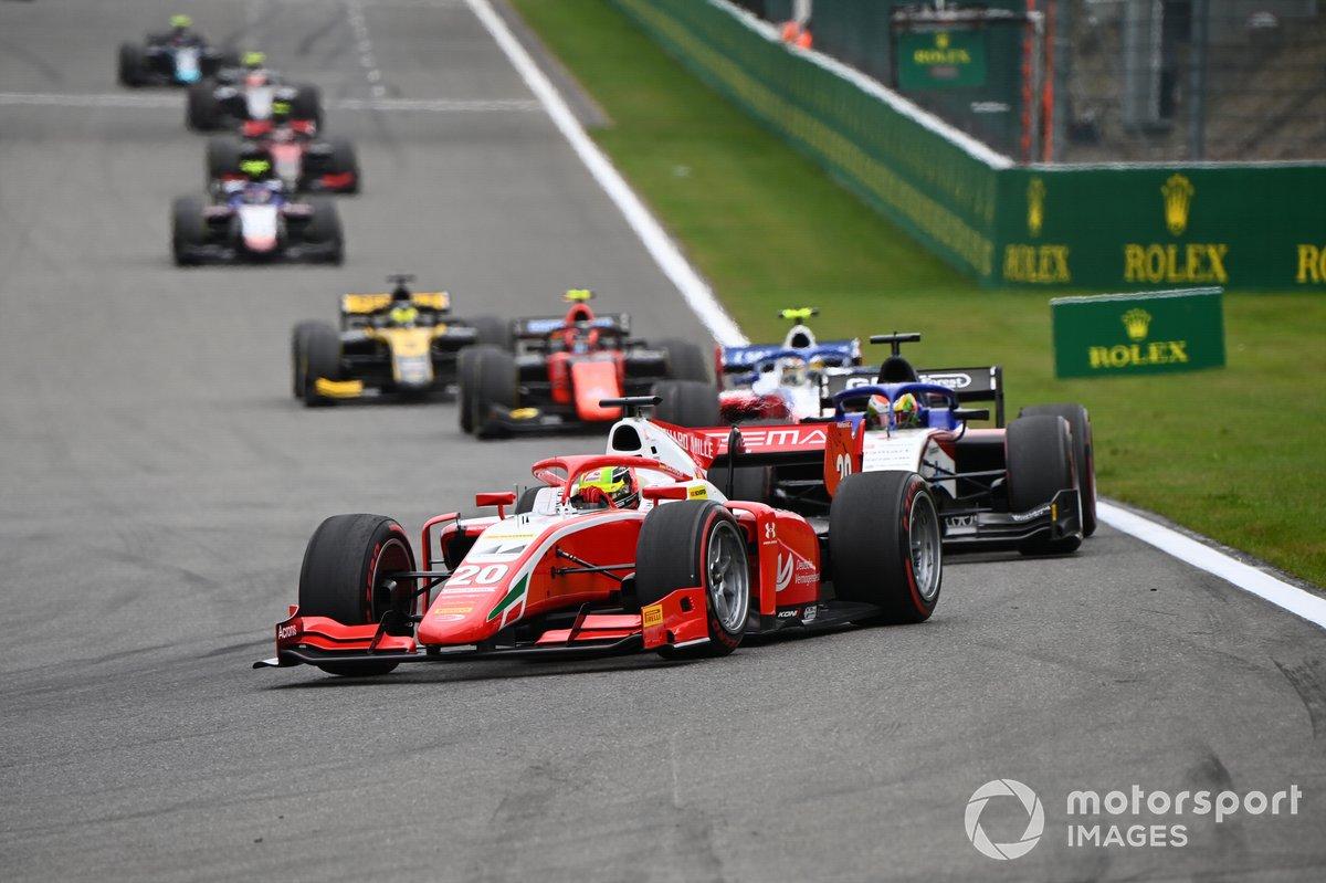 Mick Schumacher, Prema Racing, precede Louis Deletraz, Charouz Racing System