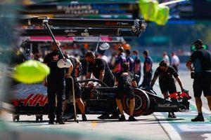 Romain Grosjean, Haas VF-20, is returned to the garage