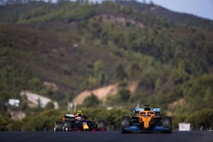 Carlos Sainz Jr., McLaren MCL35, Alex Albon, Red Bull Racing RB16