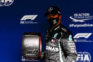 Lewis Hamilton, Mercedes-AMG F1, with the Pirelli Pole Position Award