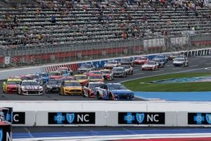 Restart: William Byron, Hendrick Motorsports, Chevrolet Camaro Hendrickcars.com, führt
