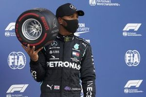 Lewis Hamilton, Mercedes-AMG F1, with the Pirelli Pole Position Award
