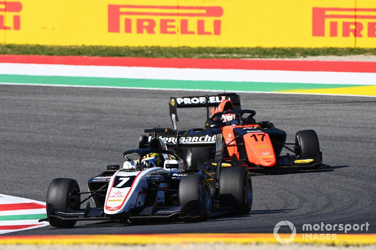 Theo Pourchaire, ART Grand Prix precede Richard Verschoor, MP Motorsport