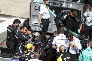 Lewis Hamilton, Mercedes-AMG F1, on the grid with mechanics and engineers