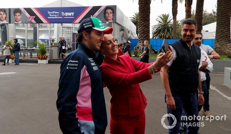 Sergio Perez, Racing Point e Claudia Sheinbaum, sindaco di Mexico City nel garage della Racing Point
