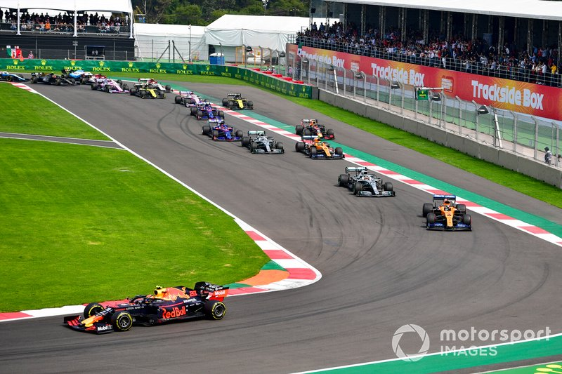 Alex Albon, Red Bull RB15, leads Carlos Sainz Jr., McLaren MCL34, Lewis Hamilton, Mercedes AMG F1 W10, Lando Norris, McLaren MCL34, Valtteri Bottas, Mercedes AMG W10, Max Verstappen, Red Bull Racing RB15, and the remainder of the field at the start