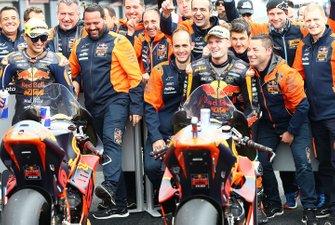 Tweede plaats Jorge Martin, KTM Ajo, racewinnaar Brad Binder, KTM Ajo