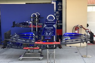 Toro Rosso STR14, front wing