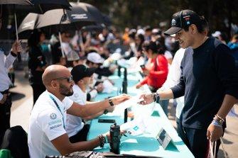 Fahad Algosaibi, Saudi Racing signs autographs for fans