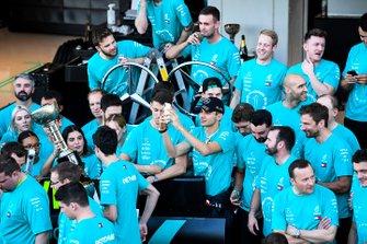 Team Mercedes festeggia la vittoria del titolo costruttori 2019