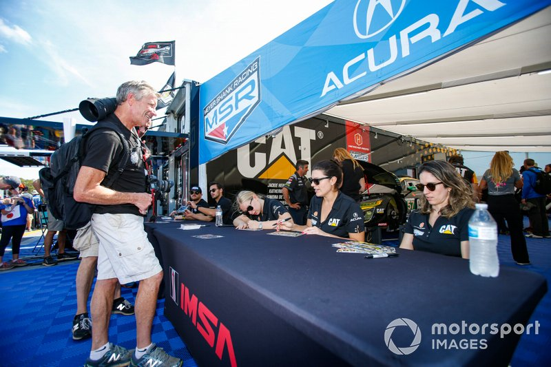 #57 Heinricher Racing w/Meyer Shank Racing Acura NSX GT3, GTD: Katherine Legge, Christina Nielsen, Bia Figueiredo, Autograph Session