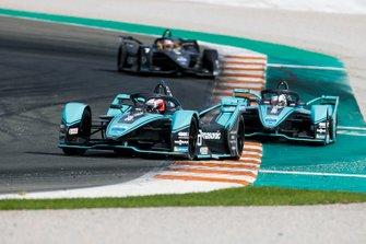 Mitch Evans, Jaguar Racing, Jaguar I-Type 4 precede James Calado, Jaguar Racing, Jaguar I-Type 4