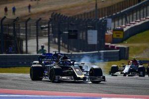 Romain Grosjean, Haas F1 Team VF-19, locks-up