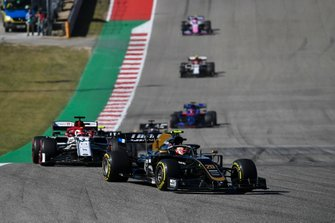 Кевин Магнуссен, Haas F1 Team VF-19, и Кими Райкконен, Alfa Romeo Racing C38