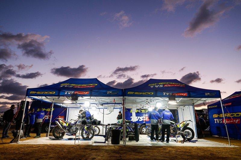 #24 Sherco TVS Rally Factory: Lorenzo Santolino, #20 Sherco TVS Rally Factory: Johnny Aubert