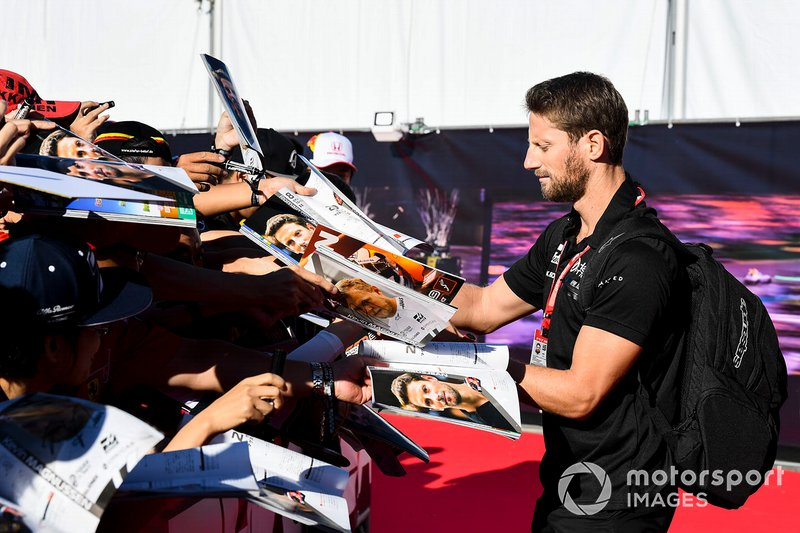 Romain Grosjean, Haas F1 signs an autograph for a fan