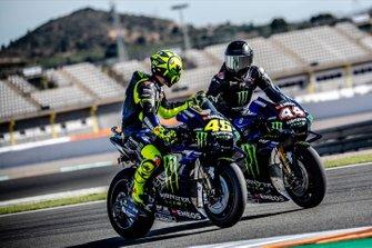Valentino Rossi, Yamaha MotoGP YZR-M1, Lewis Hamilton, Yamaha MotoGP YZR-M1