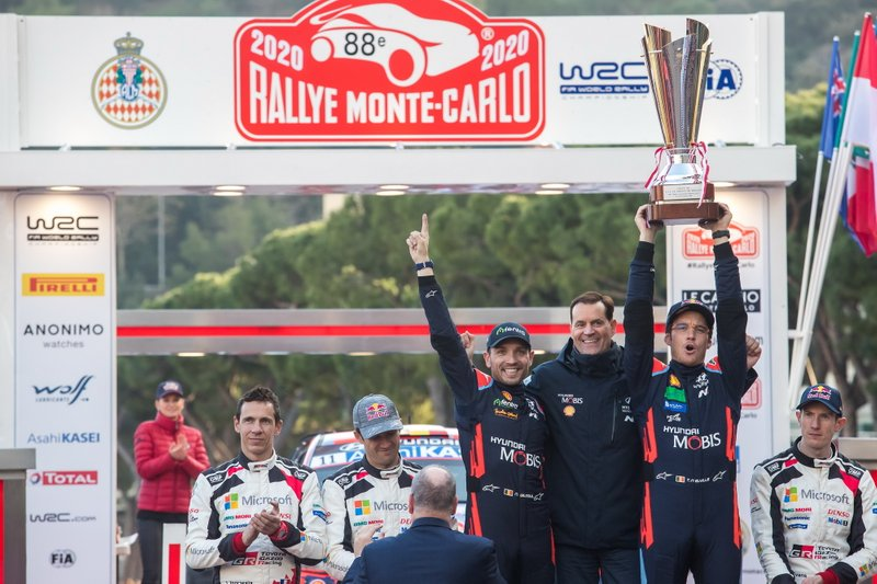 Podio: Il vincitore Thierry Neuville, Nicolas Gilsoul, Hyundai Motorsport Hyundai i20 Coupe WRC con Thomas Schemera