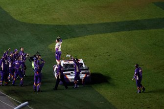 Denny Hamlin, Joe Gibbs Racing, Toyota Camry FedEx Express, burnout, celebration