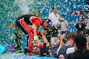 Sébastien Buemi, Nissan e.Dams, 3rd position, celebrates with his team on the podium
