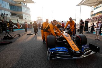 Carlos Sainz Jr., McLaren MCL34, arrives on the grid