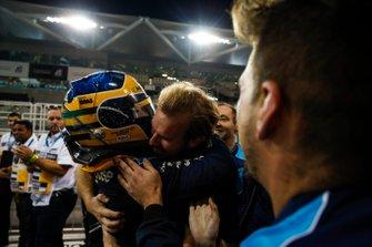 Sergio Sette Camara, Dams, festeggia la vittoria della feature race, nel parco chiuso