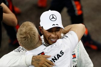 Race winner Lewis Hamilton, Mercedes AMG F1, celebrates with team mates