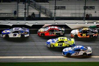 Chase Elliott, Hendrick Motorsports, Chevrolet Camaro NAPA Auto Parts and Martin Truex Jr., Joe Gibbs Racing, Toyota Camry Bass Pro Shops