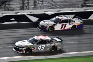 Darrell Wallace Jr., Richard Petty Motorsports, Chevrolet Camaro United States Air Force and Denny Hamlin, Joe Gibbs Racing, Toyota Camry FedEx Express