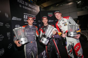 Podium: Race winner Esteban Guerrieri, ALL-INKL.COM Münnich Motorsport Honda Civic Type R TCR, second place Mikel Azcona, PWR Racing CUPRA TCR, third place Johan Kristoffersson, SLR Volkswagen Volkswagen Golf GTI TCR