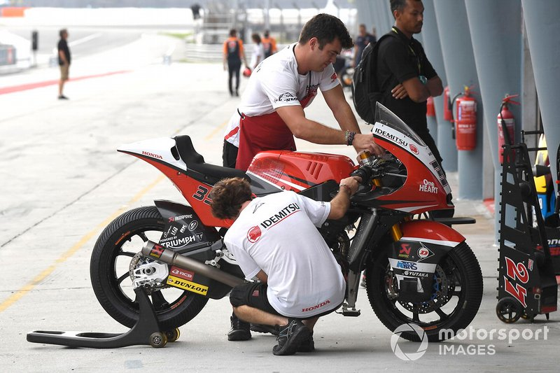 Honda Team Asia mechanics at work