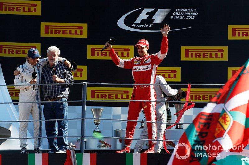 Подиум: обладатель второго места Себастьян Феттель, Ferrari, Джордж Лукас и обладатель третьего места Фелипе Масса, Williams F1