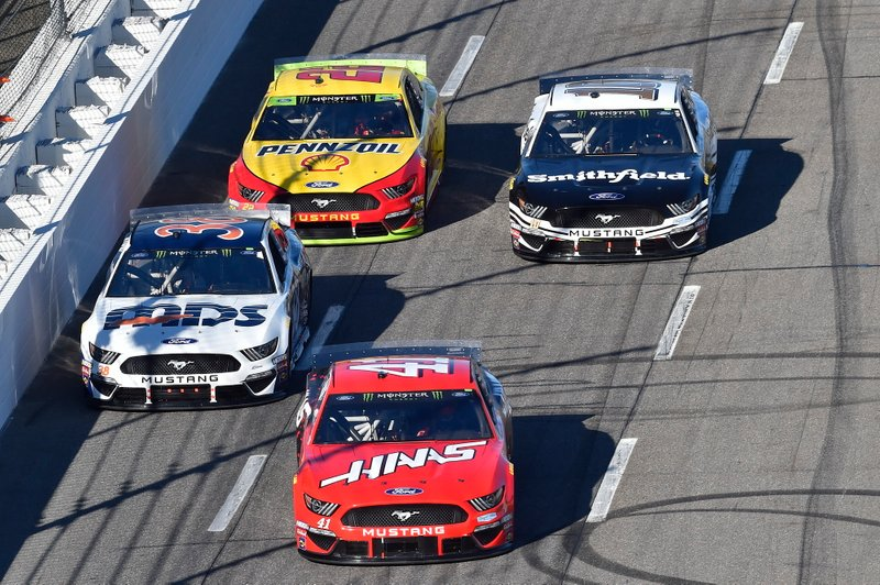 Daniel Suarez, Stewart-Haas Racing, Ford Mustang Haas Automation, Matt Crafton, Front Row Motorsports, Ford Mustang Surface Sunscreen / Tunity, Aric Almirola, Stewart-Haas Racing, Ford Mustang Smithfield, Joey Logano, Team Penske, Ford Mustang Shell Pennzoil