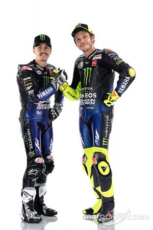 Гонщики Yamaha Factory Racing Маверик Виньялес и Валентино Росси