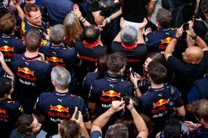 Christian Horner, Team Principal, Red Bull Racing, Toyoharu Tanabe, F1 Technical Director, Honda, Masashi Yamamoto, General Manager, Honda Motorsport, and the Red Bull Honda team celebrate victory